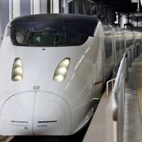 JR九州が九州新幹線で「つばめ」「さくら」として使用している800系車両=福岡市博多区のJR博多駅で2015年3月10日、和田大典撮影