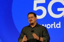 クアルコムはハワイで最新チップの「スナップドラゴン865」を発表。写真は同社のクリスティアーノ・アモン社長
