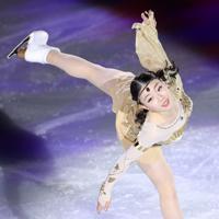 エキシビションで演技する紀平梨花=イタリア・トリノのパラベラ競技場で2019年12月8日、貝塚太一撮影
