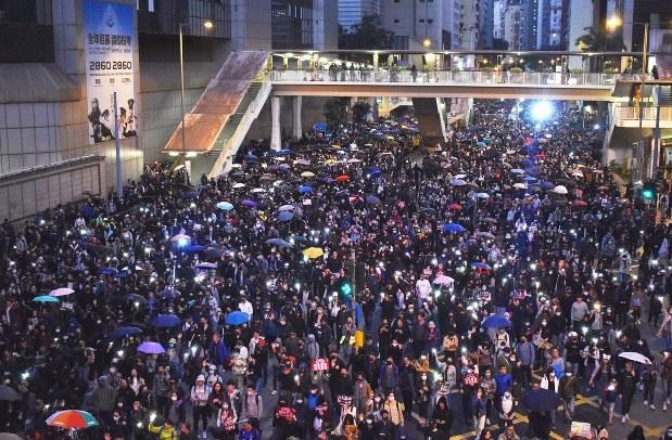 弾薬3万発にも抑え切れない自由への渇望 香港デモ半年なお - 毎日新聞