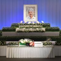 報道陣に公開された中村哲さんの葬儀の祭壇=福岡市中央区で2019年12月11日午前11時8分、森園道子撮影