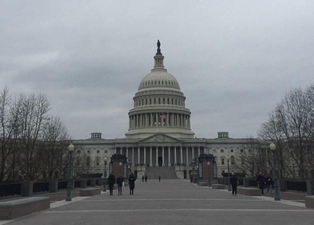 米上院共和党、失業給付上積み減額と追加経済対策案を発表 与野党協議 ...