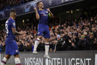 Chelsea's Cesar Azpilicueta celebrates scoring his side's 2nd goal during the Champions League Group H soccer match between Chelsea and Lille at Stamford Bridge stadium in London on Dec. 10, 2019. (AP Photo/Kirsty Wigglesworth)
