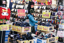 個人消費は持ち直す(Bloomberg)