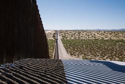 米国・メキシコ国境の壁の建設費を捻出するためにこじれる日米韓連携(Bloomberg)