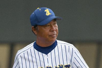 秋季九州地区高校野球大会で4強入りした鹿児島城西の佐々木誠監督=矢頭智剛撮影
