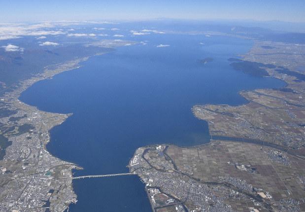 おいしさ2倍? 琵琶湖「北」と「南」のふなずし食べ比べ - 毎日新聞