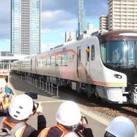 初めて報道公開されたJR東海のハイブリッド方式の特急車両「HC85系」=名古屋市中村区のJR東海名古屋車両区で2019年12月12日、黒尾透撮影