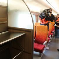 車両には観光客向けに、大型荷物置き場も設置している=名古屋市中村区のJR東海名古屋車両区で2019年12月12日、黒尾透撮影