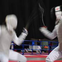 男子フルーレ個人戦の予選で対戦する選手たち=幕張メッセで2019年12月13日、大西岳彦撮影