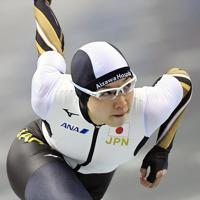 【スピードスケートW杯第4戦・長野大会】女子500メートルの1回目で優勝した小平奈緒=長野市のエムウェーブで2019年12月13日、猪飼健史撮影