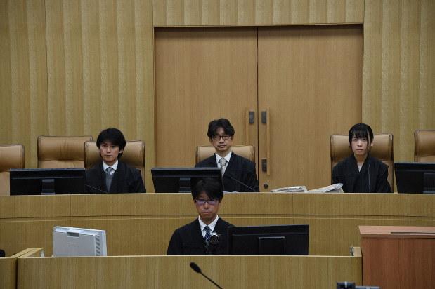 弁護側は即日控訴 妻子3人殺害の元福岡県警警察官に死刑判決 - 毎日新聞