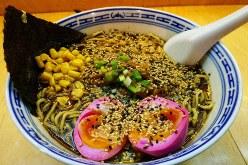 Noodle vs Marketing で出されたラーメンの玉子はピンク色だった=大前仁撮影