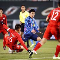 東アジアE-1選手権【日本-香港】前半、攻め込む日本・大島=韓国・釜山で2019年12月14日、ロイター