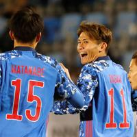東アジアE-1選手権【日本-香港】前半、日本の2点目となるゴールを決め、喜ぶ田川(中央)=韓国・釜山で2019年12月14日、ロイター