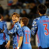 東アジアE-1選手権【日本-香港】前半、日本の2点目となるゴールを決め、喜ぶ田川(左から2人目)=韓国・釜山で2019年12月14日、ロイター
