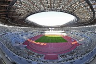 The new National Stadium, rebuilt for the 2020 Tokyo Olympics and Paralympics, is seen in the capital's Shinjuku Ward on Dec. 15, 2019. (Mainichi/Takehiko Onishi)