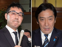 Former Justice Minister Katsuyuki Kawai, left, and former Economy, Trade and Industry Minister Isshu Sugawara (Mainichi)