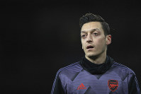 Arsenal's Mesut Ozil warms up prior the English Premier League soccer match between Arsenal and Manchester City, at the Emirates Stadium in London, on Dec. 15, 2019. (AP Photo/Ian Walton)