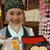 豊橋市消防本部が地元和菓子店「若松園」と協力して作った保存食「おいしい防災おこし」=愛知県豊橋市で