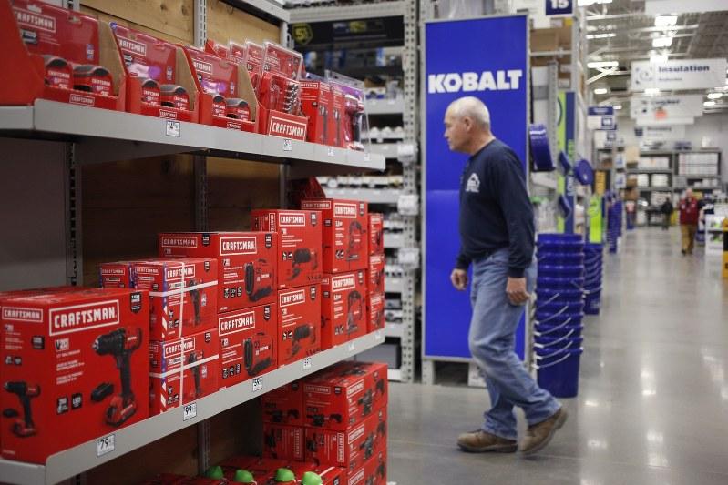 人気商品ブランド「クラフツマン」の陳列棚 Bloomberg