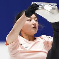 公式練習で演技を確認する坂本花織=東京・国立代々木競技場で2019年12月18日、佐々木順一撮影