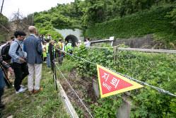 「지뢰」(地雷)の表示が残る南北間の非武装地帯(DMZ)。朝鮮半島の分断が固定化する華道家の重大な岐路=2019年6月(Bloomberg)
