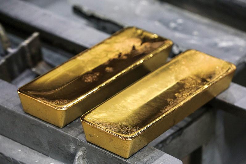 米ドル高でもドル建て金価格が上昇している