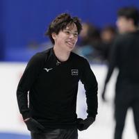 リラックスした表情で公式練習に臨む宇野昌磨=東京・国立代々木競技場で2019年12月19日、佐々木順一撮影