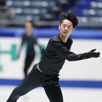 公式練習に臨む高橋大輔=東京・国立代々木競技場で2019年12月19日、佐々木順一撮影