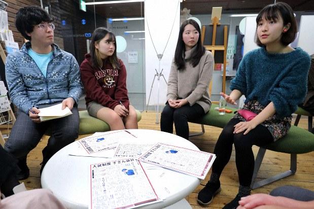 NO YOUTH NO JAPANの呼びかけで集まったイベントで意見を述べあう参加者たち=東京都千代田区で2019年12月18日、宮武祐希撮影