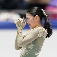 女子フリーの演技を終え、笑顔を見せる紀平梨花=東京・国立代々木競技場で2019年12月21日、佐々木順一撮影