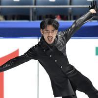 男子フリーを前に、公式練習で調整する高橋大輔=東京・国立代々木競技場で2019年12月22日、竹内紀臣撮影