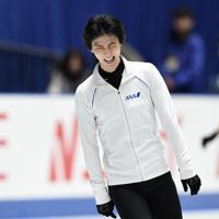 男子フリーを前に、公式練習で笑顔を見せる羽生結弦=東京・国立代々木競技場で2019年12月22日、竹内紀臣撮影