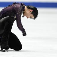 男子フリーで演技を終え、悔しそうな表情を見せる羽生結弦=東京・国立代々木競技場で2019年12月22日、竹内紀臣撮影