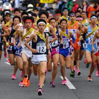 1区を走る選手たち=京都市で2019年12月22日、猪飼健史撮影