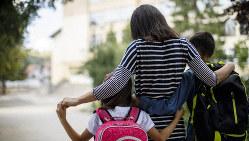 働く母親たちが抱える課題は多い