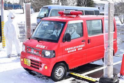 原子力防災訓練ではUPZ圏から住民を誘導してきた消防車両の放射線濃度測定も実施された=宮城県美里町トレーニングセンターで