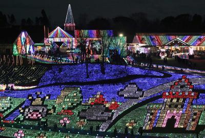 色鮮やかなイルミネーションで彩られた東京ドイツ村=千葉県袖ケ浦市で2019年12月25日、長谷川直亮撮影