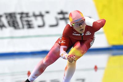 オールラウンド女子3000メートルで優勝した菊池純礼=長野市のエムウェーブで2019年12月26日、北山夏帆撮影