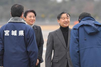 仙台空港に到着された天皇、皇后両陛下=2019年12月26日午前10時54分(代表撮影)