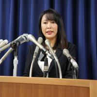 死刑執行について記者会見する森雅子法相=法務省で26日午前11時3分、村上尊一撮影