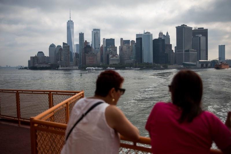 マンハッタン島に向かうスタッテン島フェリー。通勤で利用する人も多い。Bloomberg