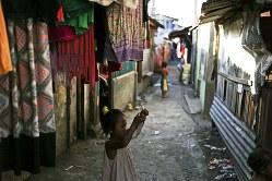 貧困を減じるためにも Bloomberg