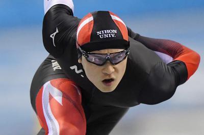 スプリント男子で総合優勝した松井大和の500メートルの滑り=長野市のエムウェーブで2019年12月29日、北山夏帆撮影