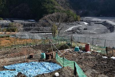 本村地区から見える雨畑川=山梨県早川町で24日