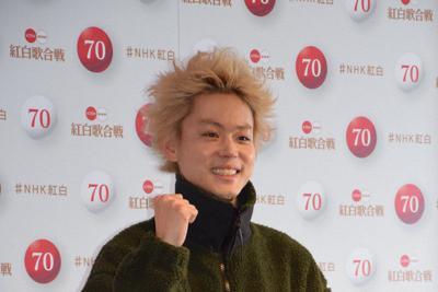 紅白歌合戦のリハーサルを終え、取材に応じる菅田将暉さん=東京・渋谷のNHKホールで2019年12月30日、小林祥晃撮影