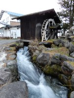 A restored waterwheel stands in the Iwatake area of the village of Hakuba, Nagano Prefecture, on Dec. 20, 2019. (Mainichi)