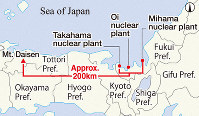 This map shows Mount Daisen's distance from Kansai Electric Power Co.'s Takahama, Oi, and Mihama nuclear power plants. (Mainichi)