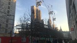再開発エリアで進むグーグルの新社屋建設の現場=英国ロンドンで2019年12月29日、横山三加子撮影